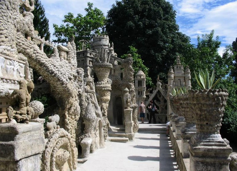 ideal-palace-palais-ideal-ferdinand-cheval-11