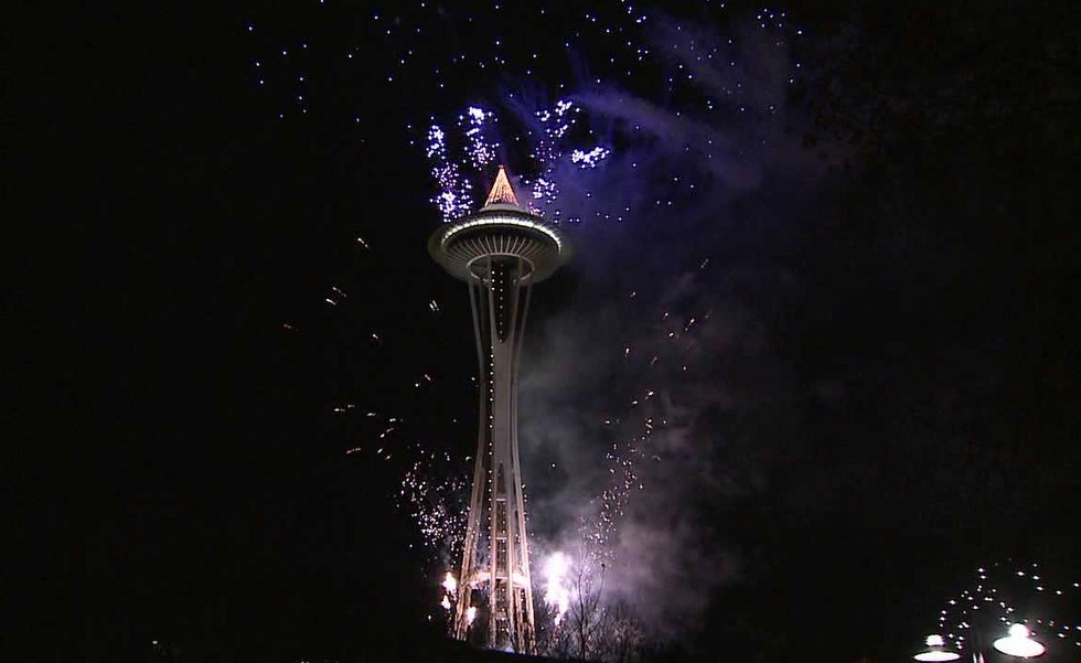 seattle-space-needle-new-years-eve-2013-fireworks