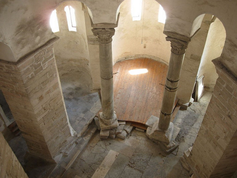 1024px-Church_of_St._Donatus_in_Zadar_3