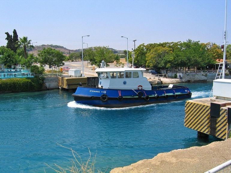 Погружные мосты на Коринфском канале (Греция)