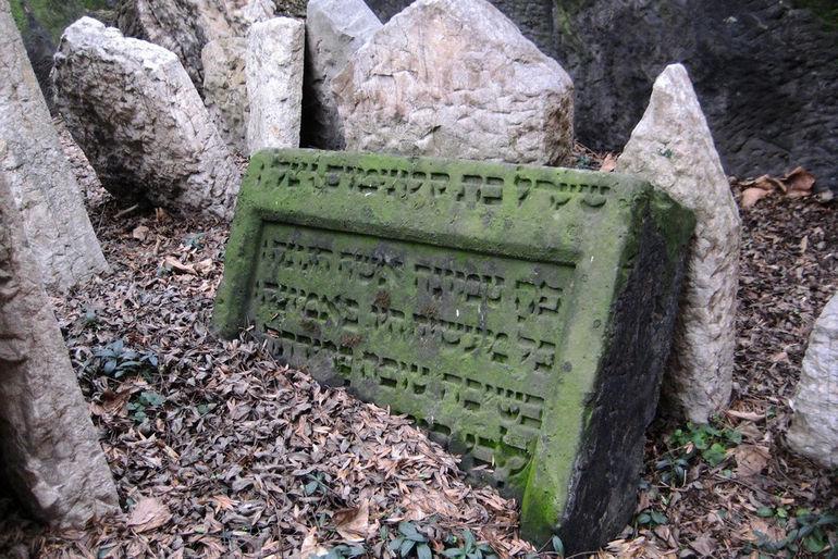 4379 cemetery2