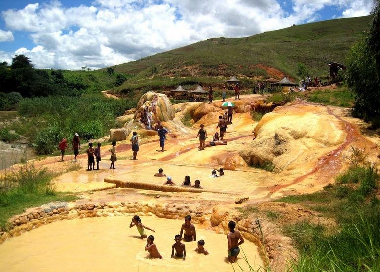 Гейзер в Аналавори (Мадагаскар)