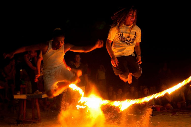 Full-Moon-Party-skipping-fire-rope