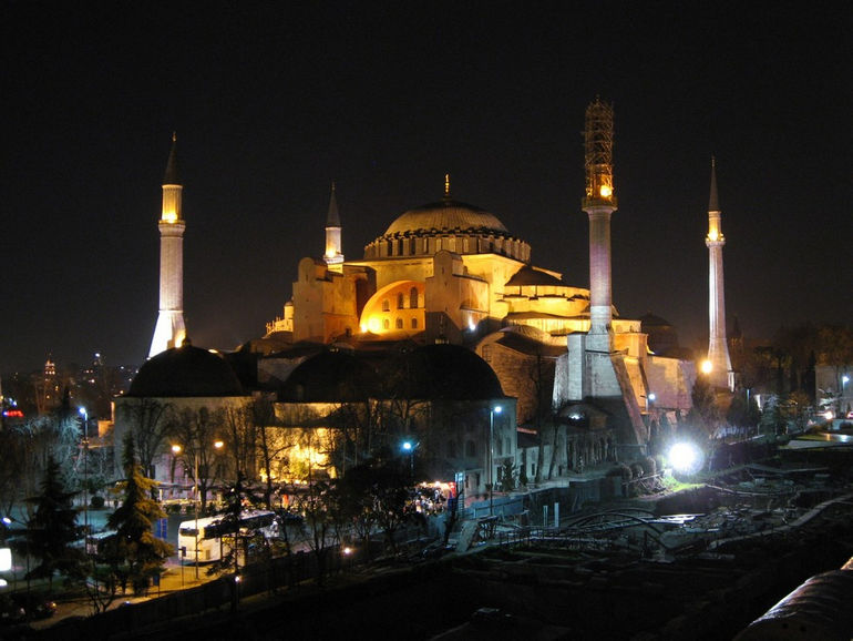 Hagia_Sophia_night_March_2008