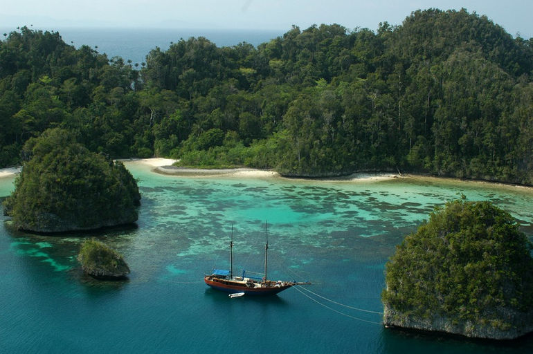 Raja-Ampat-Wayag-Island-2