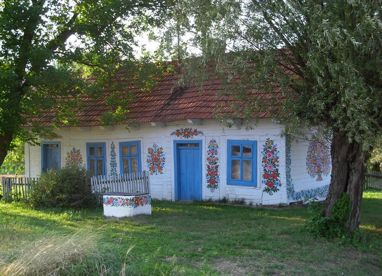 Zalipie_-_painted_cottage_04