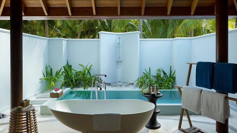 010359-34-villa-bathroom