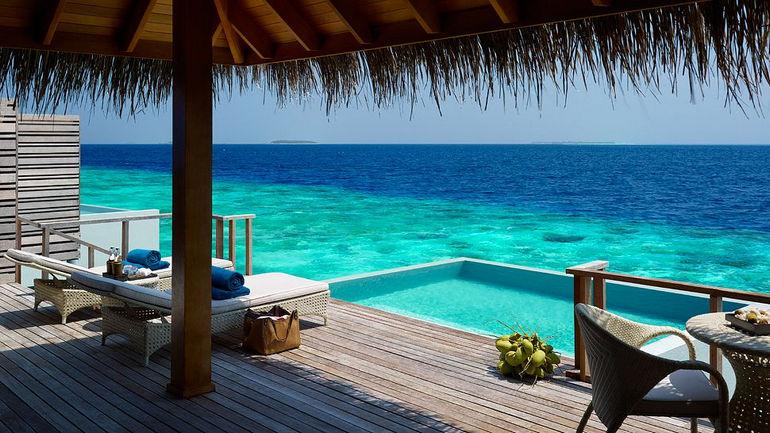 010359-38-Lagoon_Water_Villa_Private_deck
