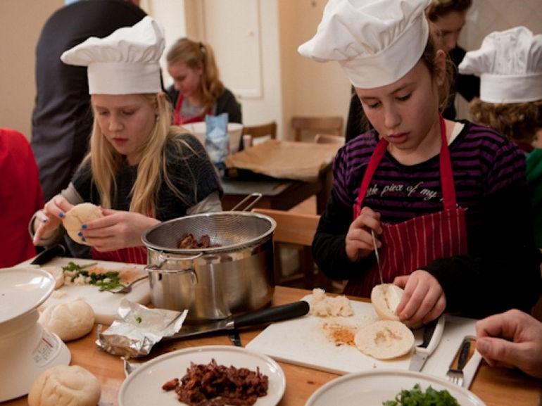Kinderkookkafе: ресторан, в котором готовят дети (Нидерланды)