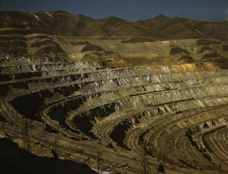 Bingham_Canyon_mine_1942