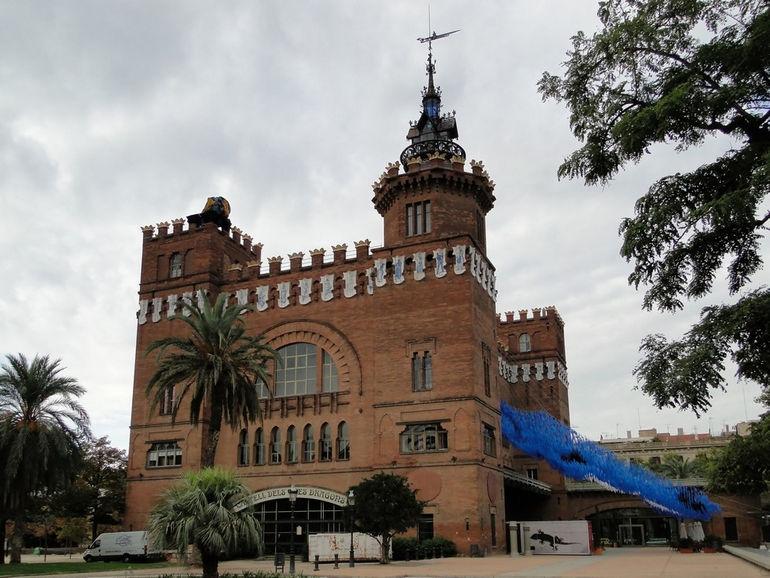 Castell_dels_Tres_Dragons_01