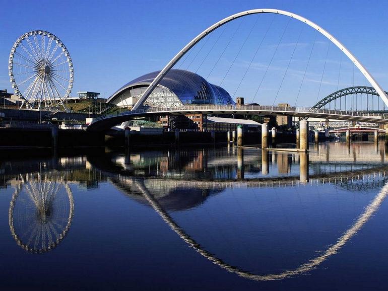 Gateshead_Millennium_Bridge_England