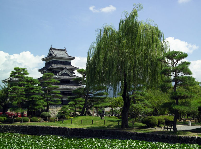 Matsumoto-Castle-M7892