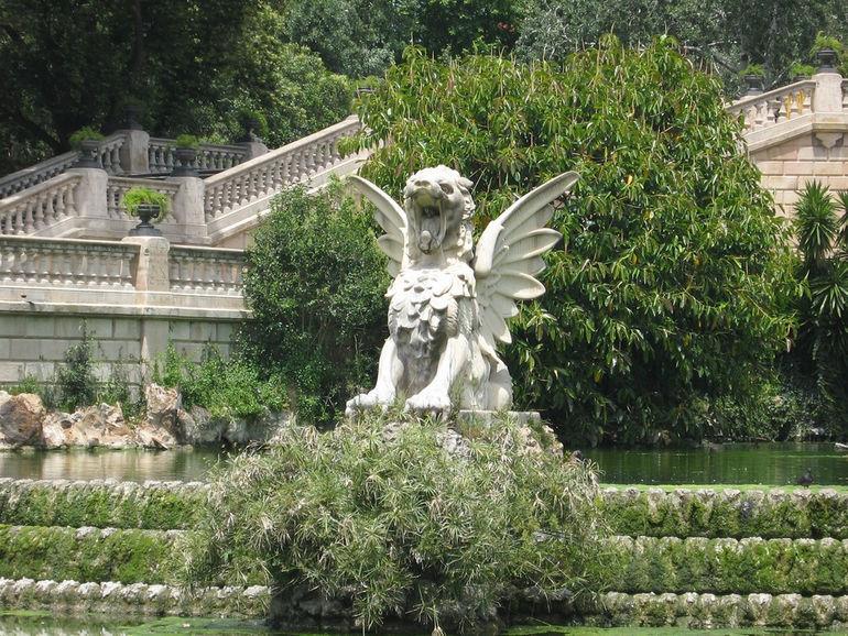 parc-de-la-ciutadella-cascade-fountain-detail