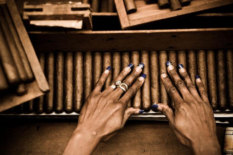 Handmade_cigar_production,_process._Tabacalera_de_Garcia_Factory._Casa_de_Campo,_La_Romana,_Dominican_Republic_(12)