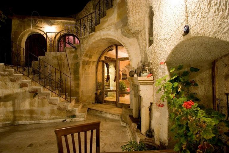 Kokopelli's-Cave-Hotel-2