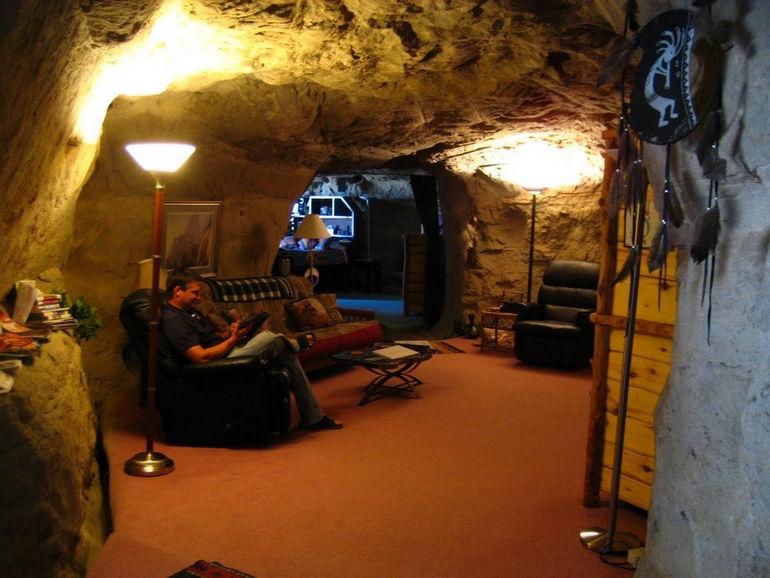 Kokopelli's-Cave-Hotel-3
