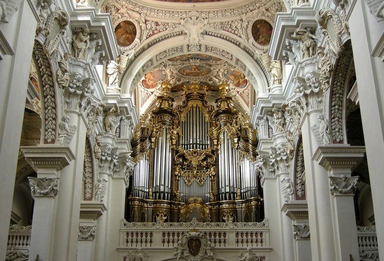 Orgel_im_St._Stephansdom-Passau
