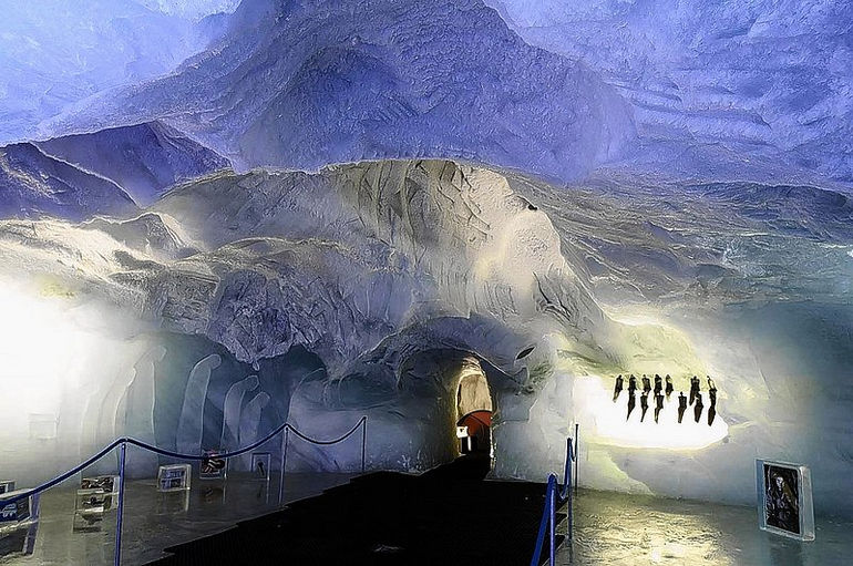Ледовый павильон в Саас-Фе: взгляд на ледник изнутри (Швейцария)