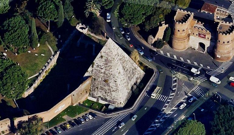 Пирамида Цестия в Риме (Италия)