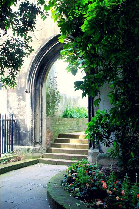 церковь Дунстан-Ист в Лондоне
