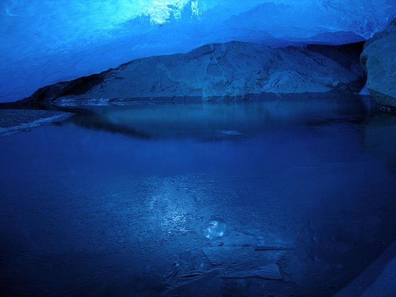 Ледниковая пещера Нигардсбреен (Норвегия)