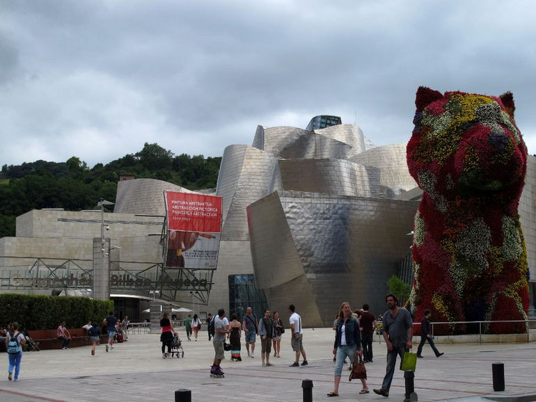 Скульптура «Щенок» Джеффа Кунса