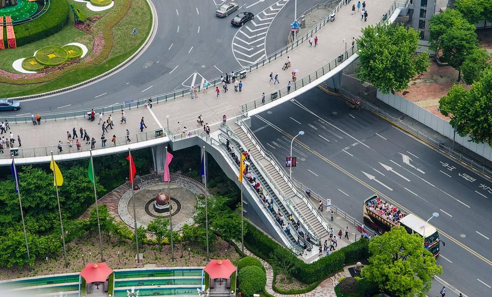 Круглый пешеходный мост в Китае