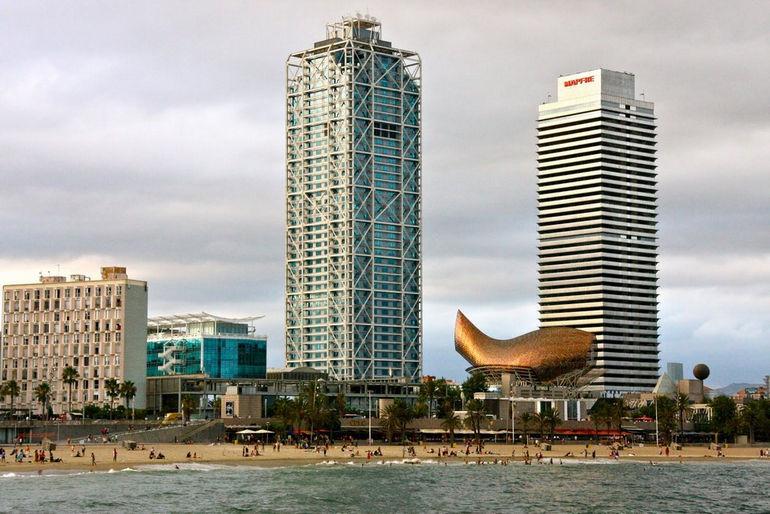 Hotel-Arts-Gehry-Fish-Barceloneta-Beach_SwaySovay