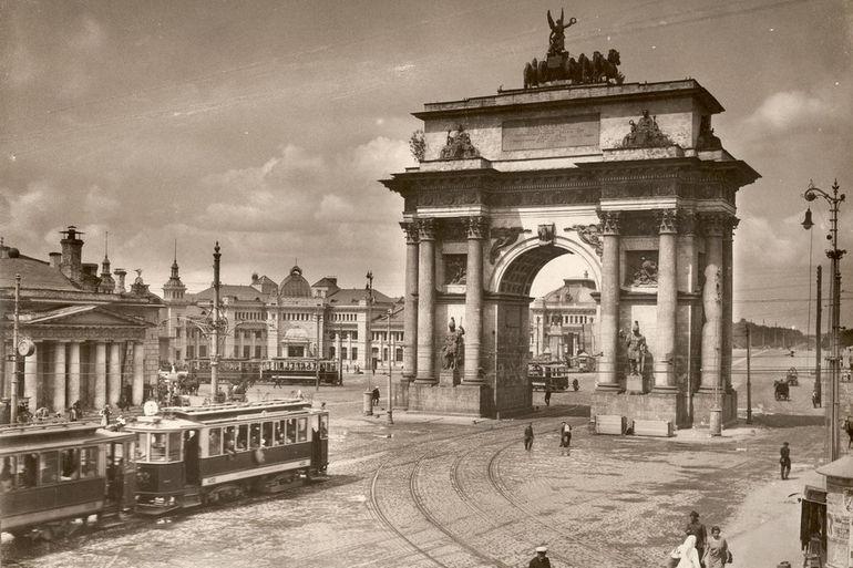 Tverskaya_Zastava_and_Triumphal_Gate_1920