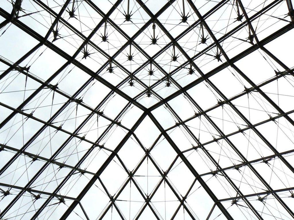 piramida Luwru, źródło elseanio.deviantart.com