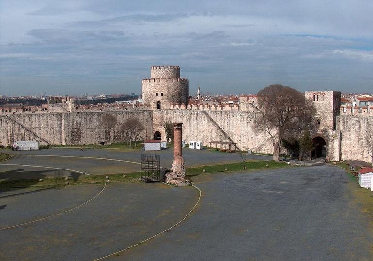 Едикуле: мощная средневековая цитадель Турции