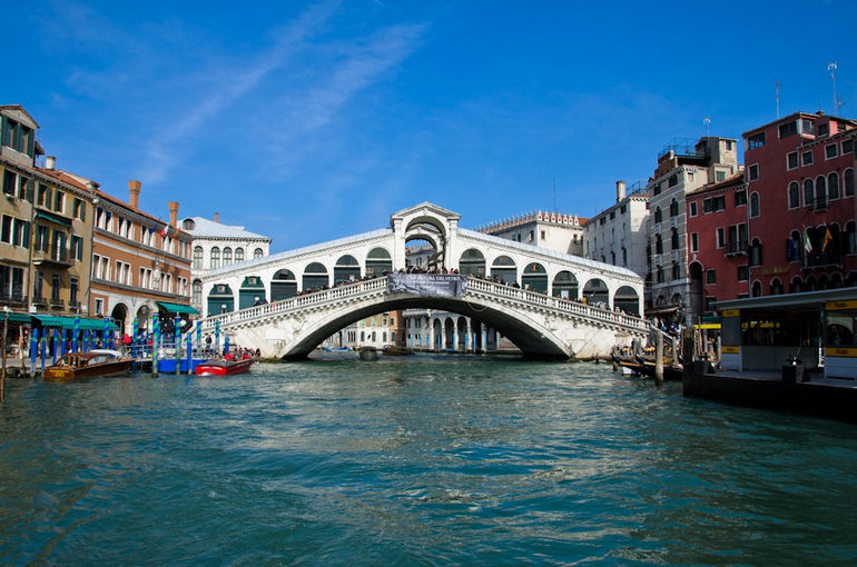 Rialto_bridge_2011