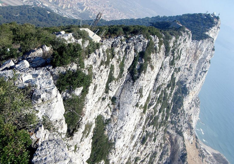 rock-of-gibraltar-from-top-cafe_3161197_l