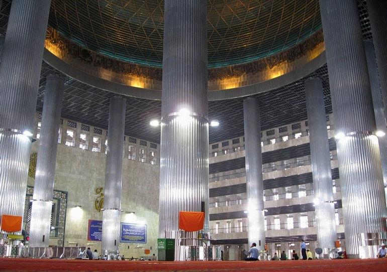Мечеть Истикляль: самая большая мусульманская святыня Юго-Восточной Азии (Индонезия)