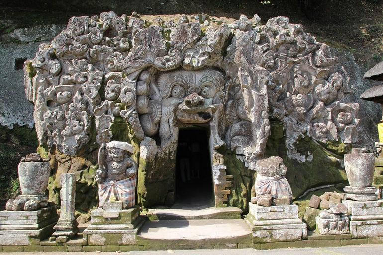 Слоновья пещера: древнее святилище острова Бали  (Индонезия)