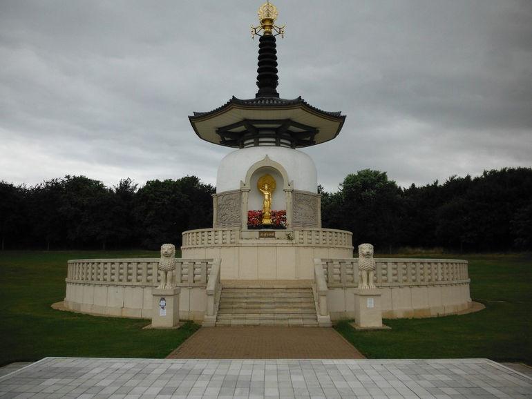 Admiring the Peace Pagoda (1)334343434