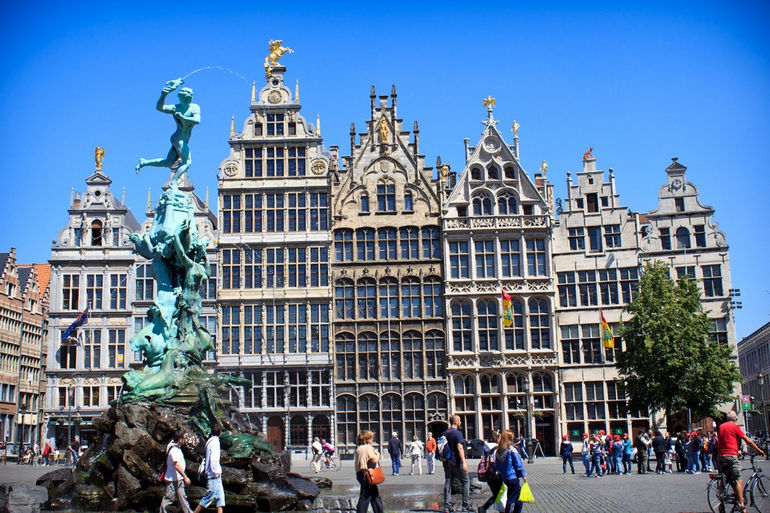 Brabo Fontein and guild houses in Antwerp Grote Markt