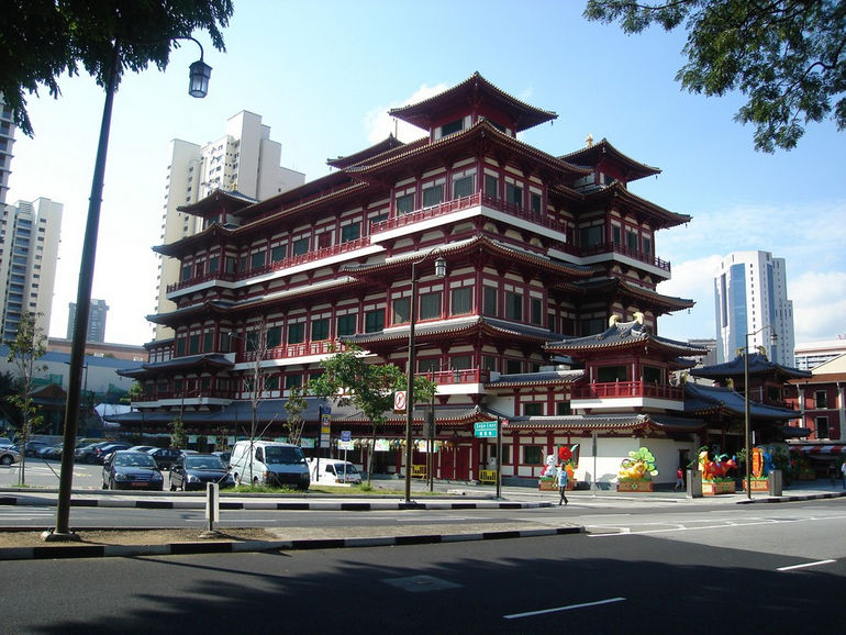 Buddha_Tooth_Relic_Temple_and_Museum,_Singapore_-_20070924