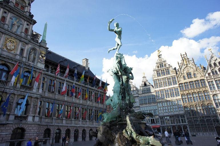 Фонтан Брабо: символ Антверпена (Бельгия)