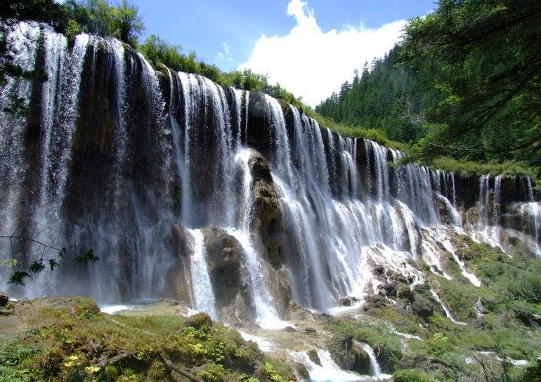 Водопад Нуорилан: сказка, оживающая с лучами солнца (Китай)