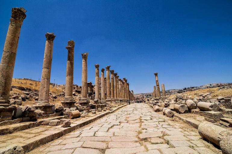 Cardo-Maximus-Jerash-Ruins