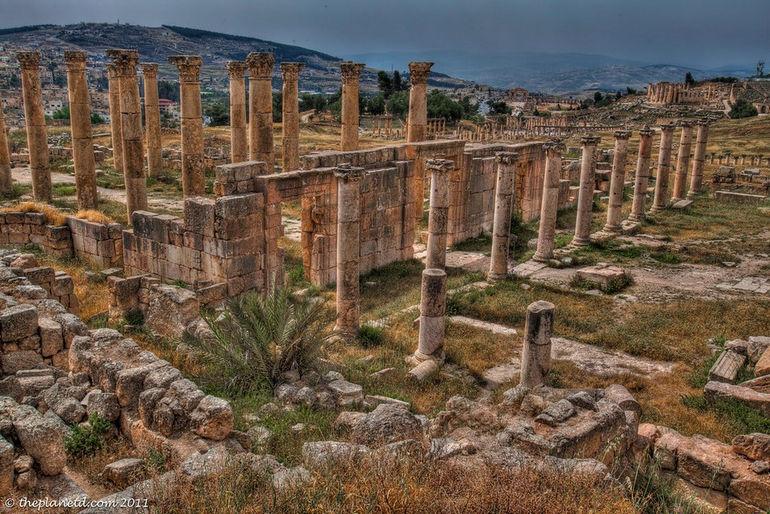 jerash-jordan-ruins-pillars-XL