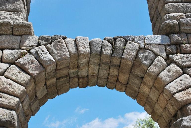 segovia-roman-aqueduct-03