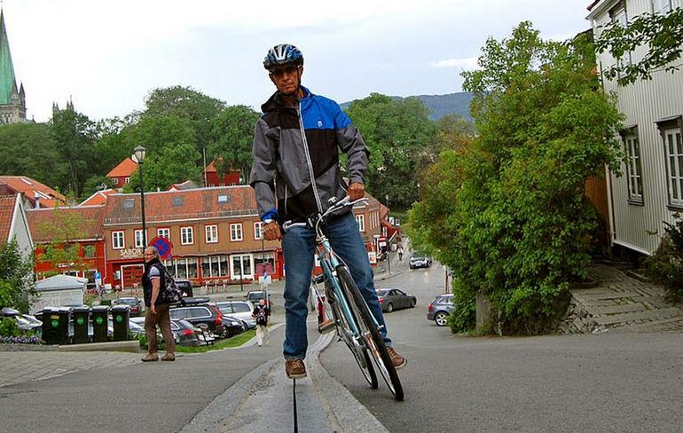 Первый в мире эскалатор для велосипедистов (Норвегия)
