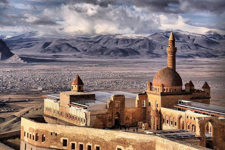 Дворец Исхак-Паши около Догубаязыта (Турция)