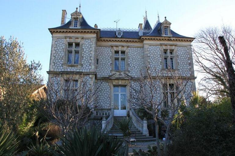 Замок в местечке Нарбонн (Франция)