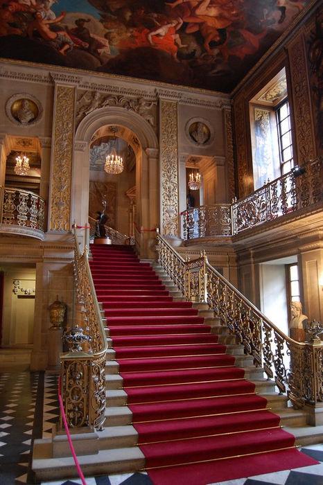 Chatsworth_main_hallway