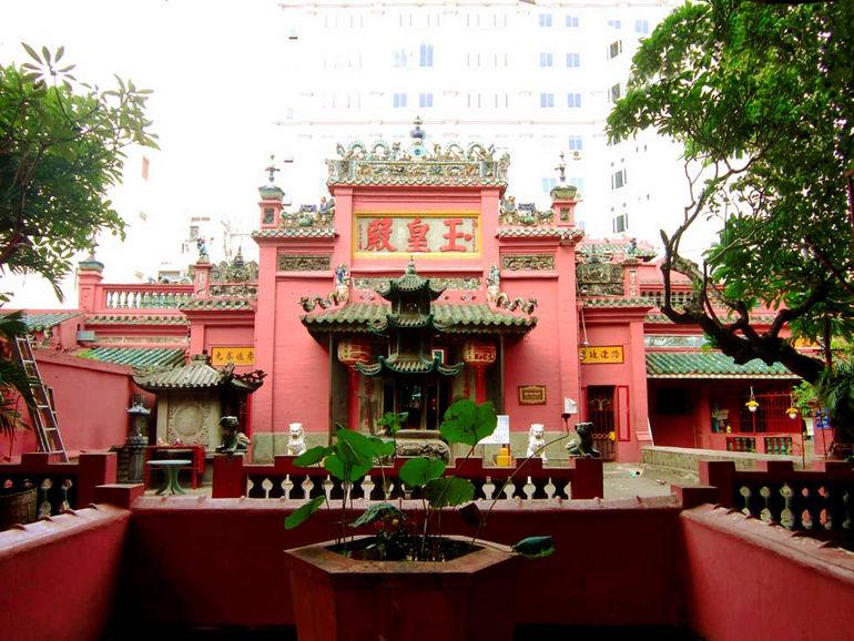 Пагода Нефритового императора в Хошимине (Вьетнам)