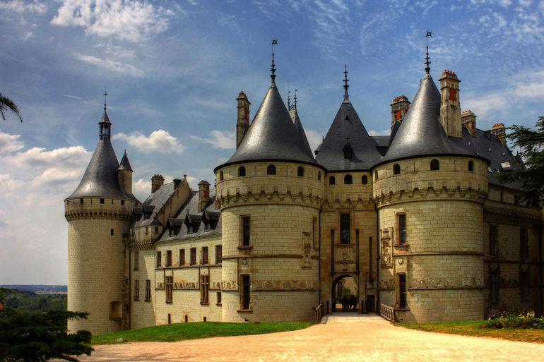 Замок Юссе на Эрне (Франция)
